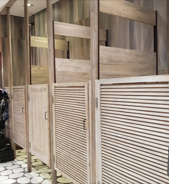 Belle structure en bois pour 4 cabines d'essayage - LE MANS
